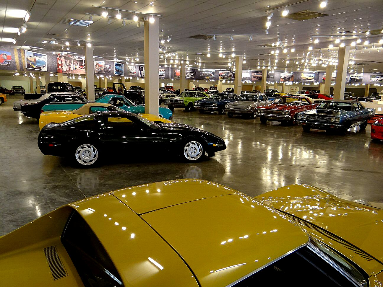 St. Louis Showroom Contact | Gateway Classic Cars