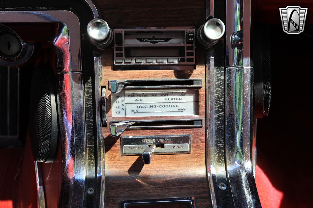 1965 Ford Thunderbird 26
