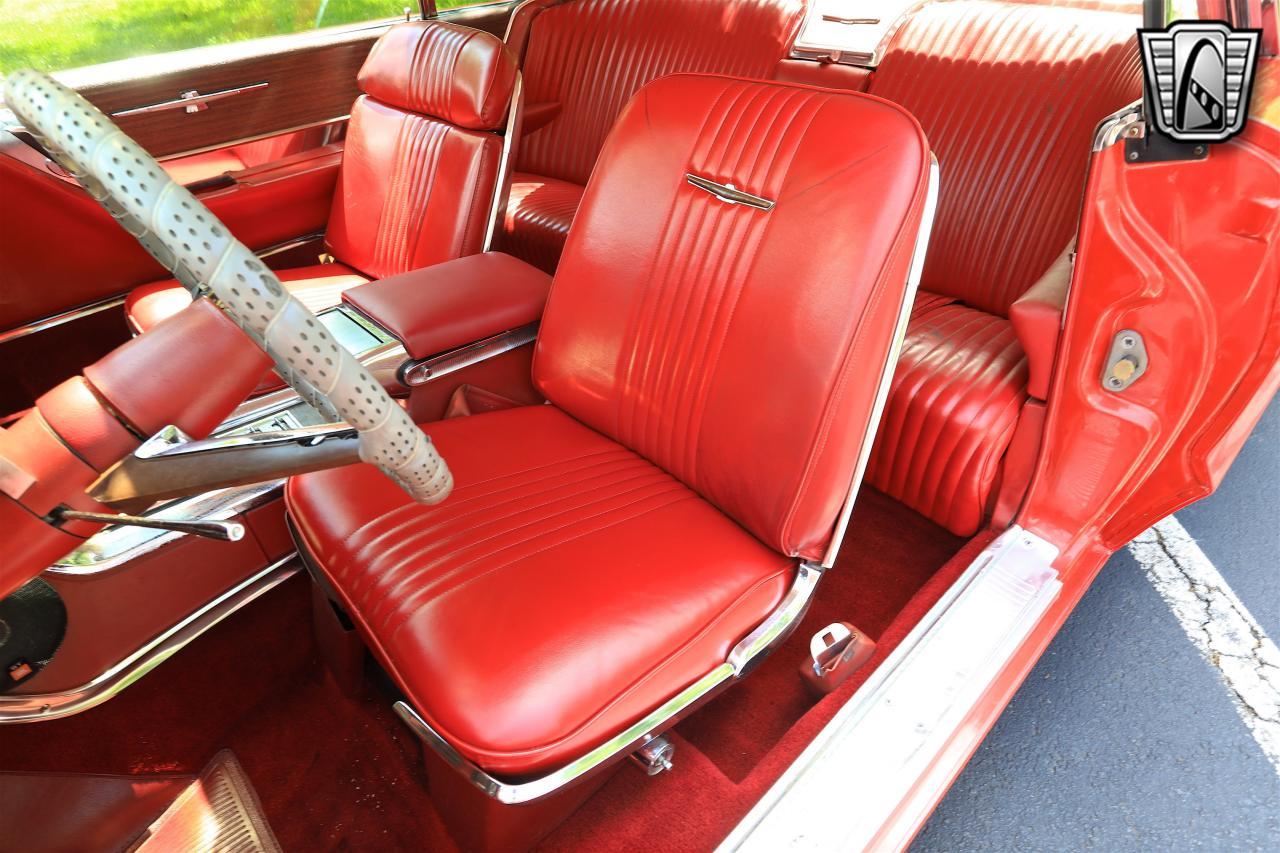 1965 Ford Thunderbird 30