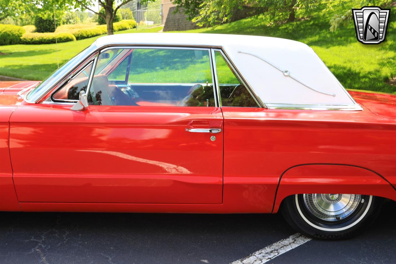 1965 Ford Thunderbird 38