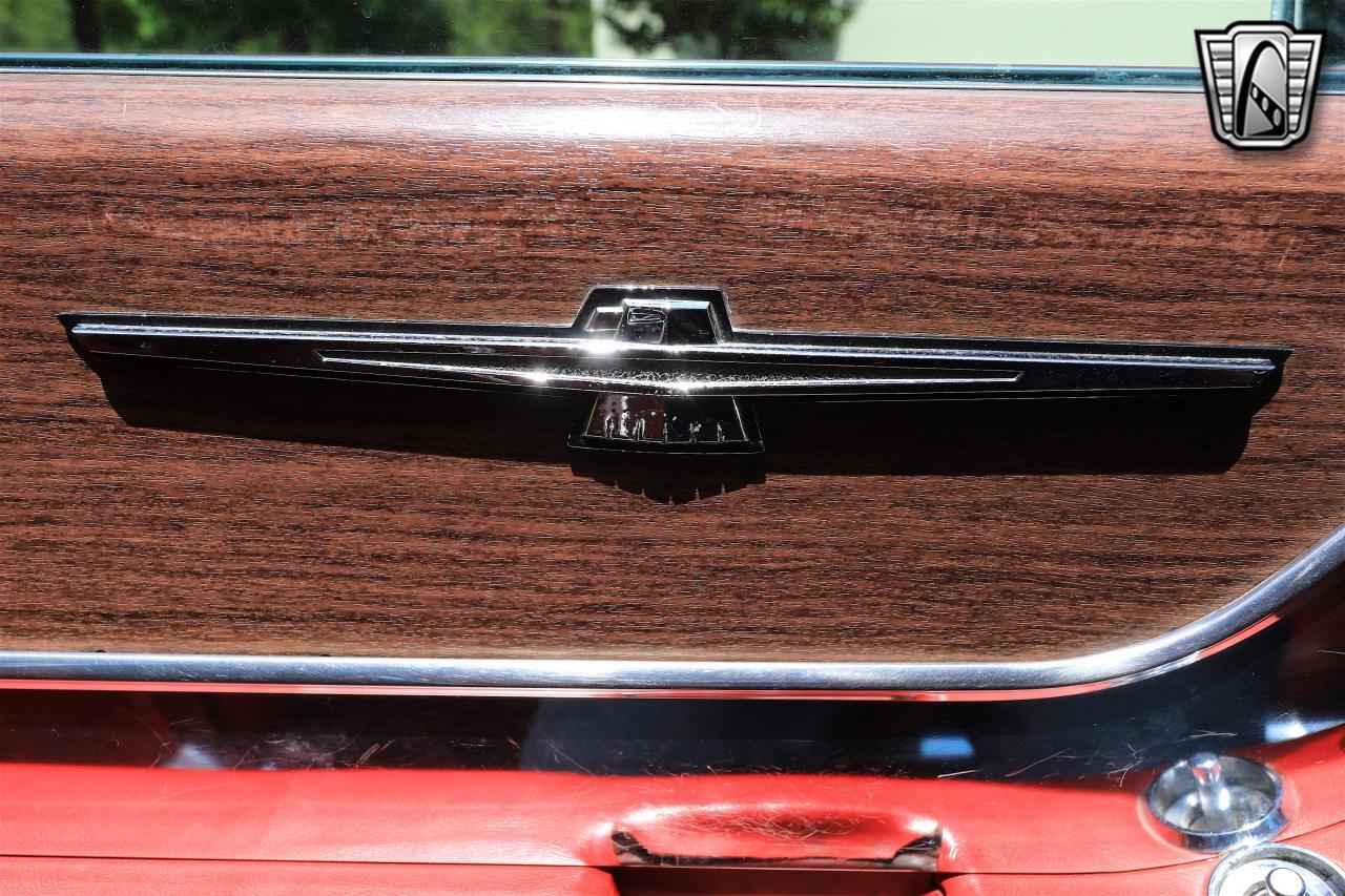 1965 Ford Thunderbird 40