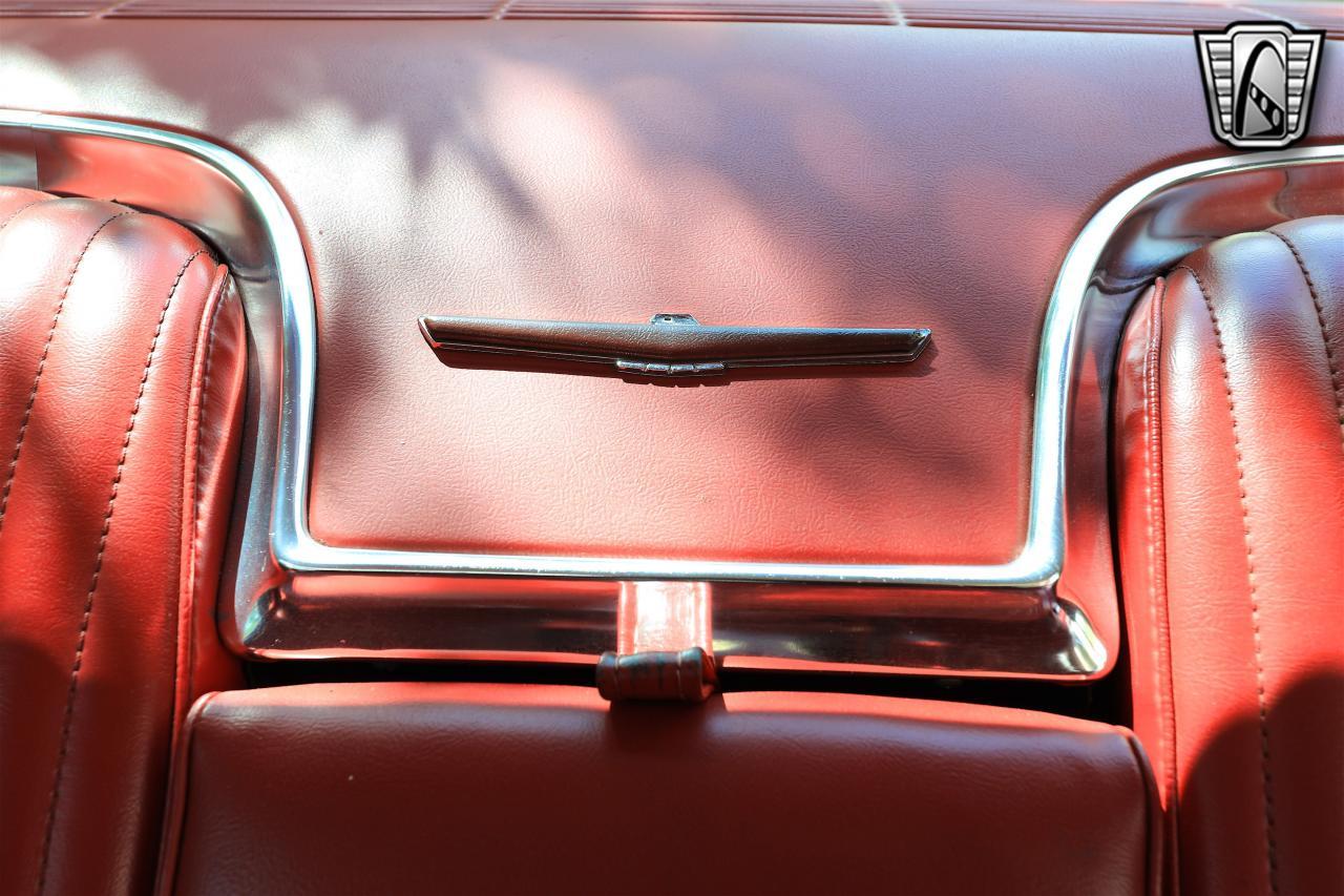 1965 Ford Thunderbird 44