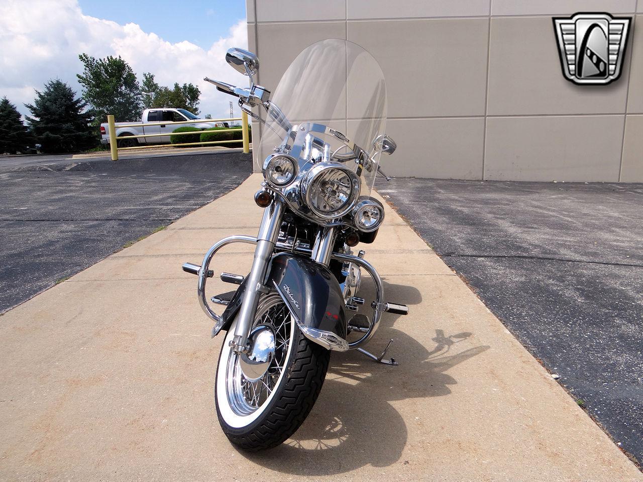 2006 Harley Davidson FLSTNI 22