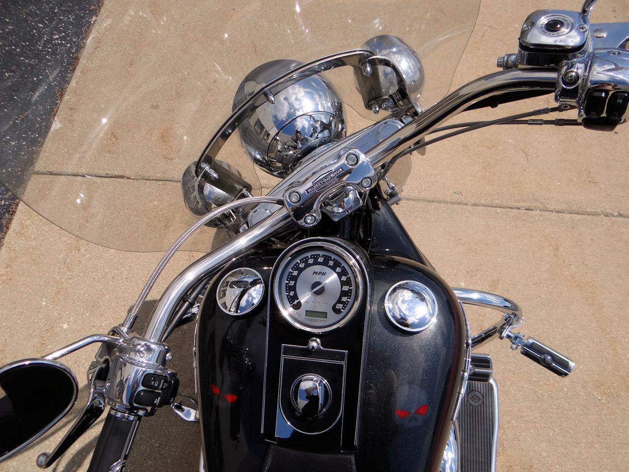2006 Harley Davidson FLSTNI 9