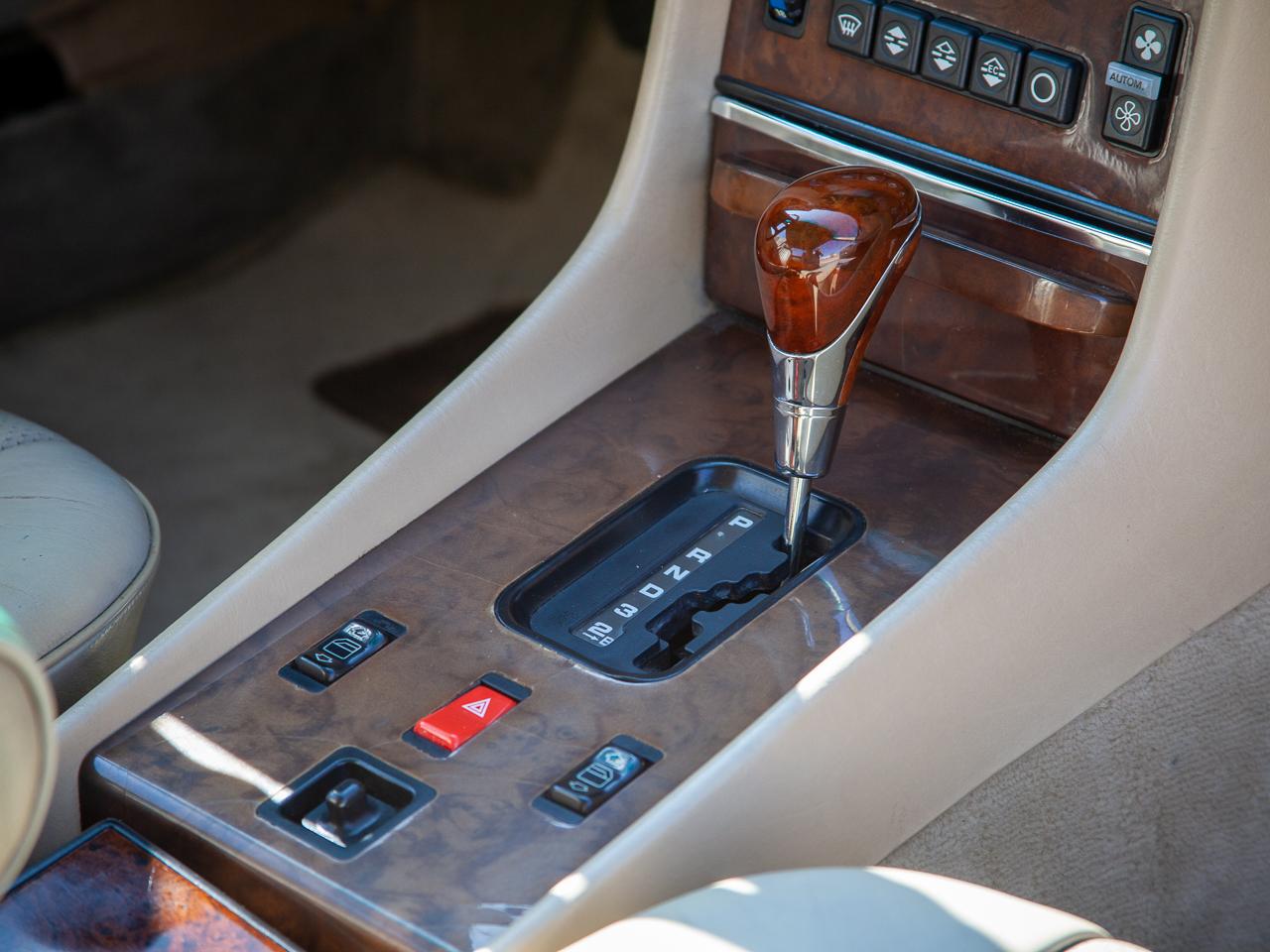 1989 Mercedes-Benz 560SL 14