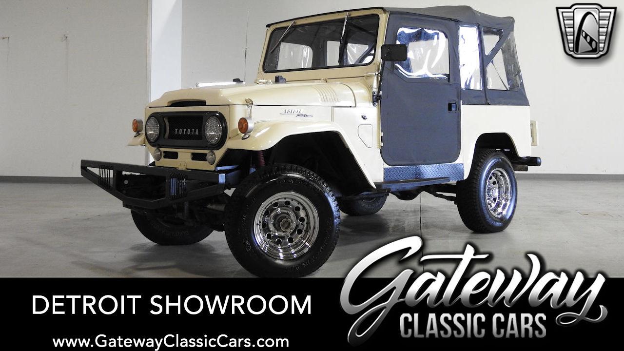 https://images.gatewayclassiccars.com/carpics/DET/1579/1967-Toyota-FJ40.jpg