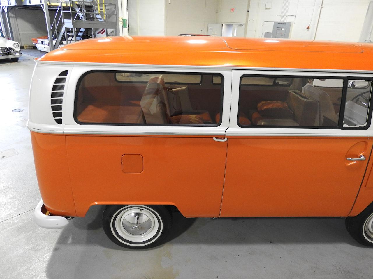 1969 Volkswagen Weekender 23