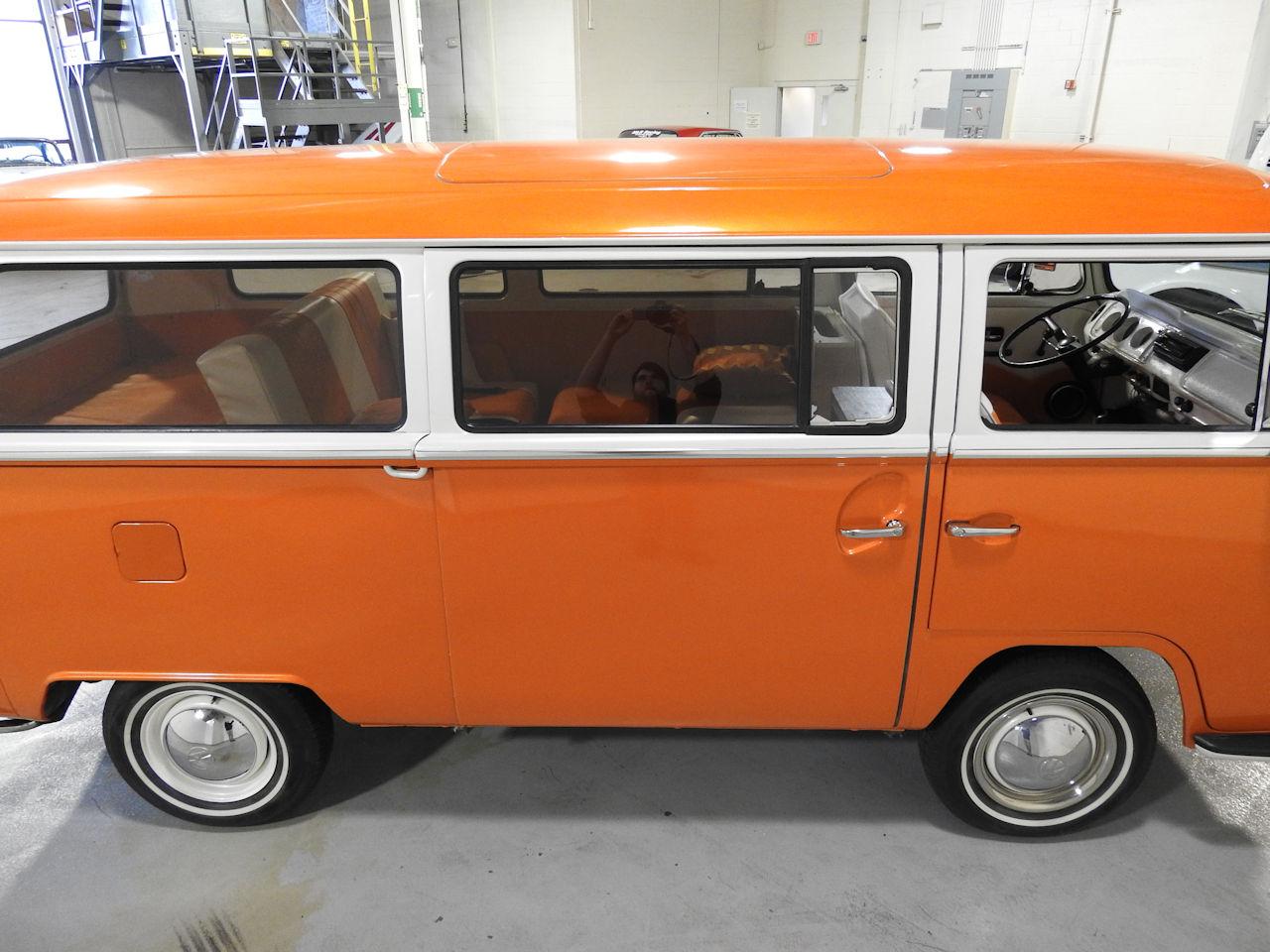 1969 Volkswagen Weekender 24