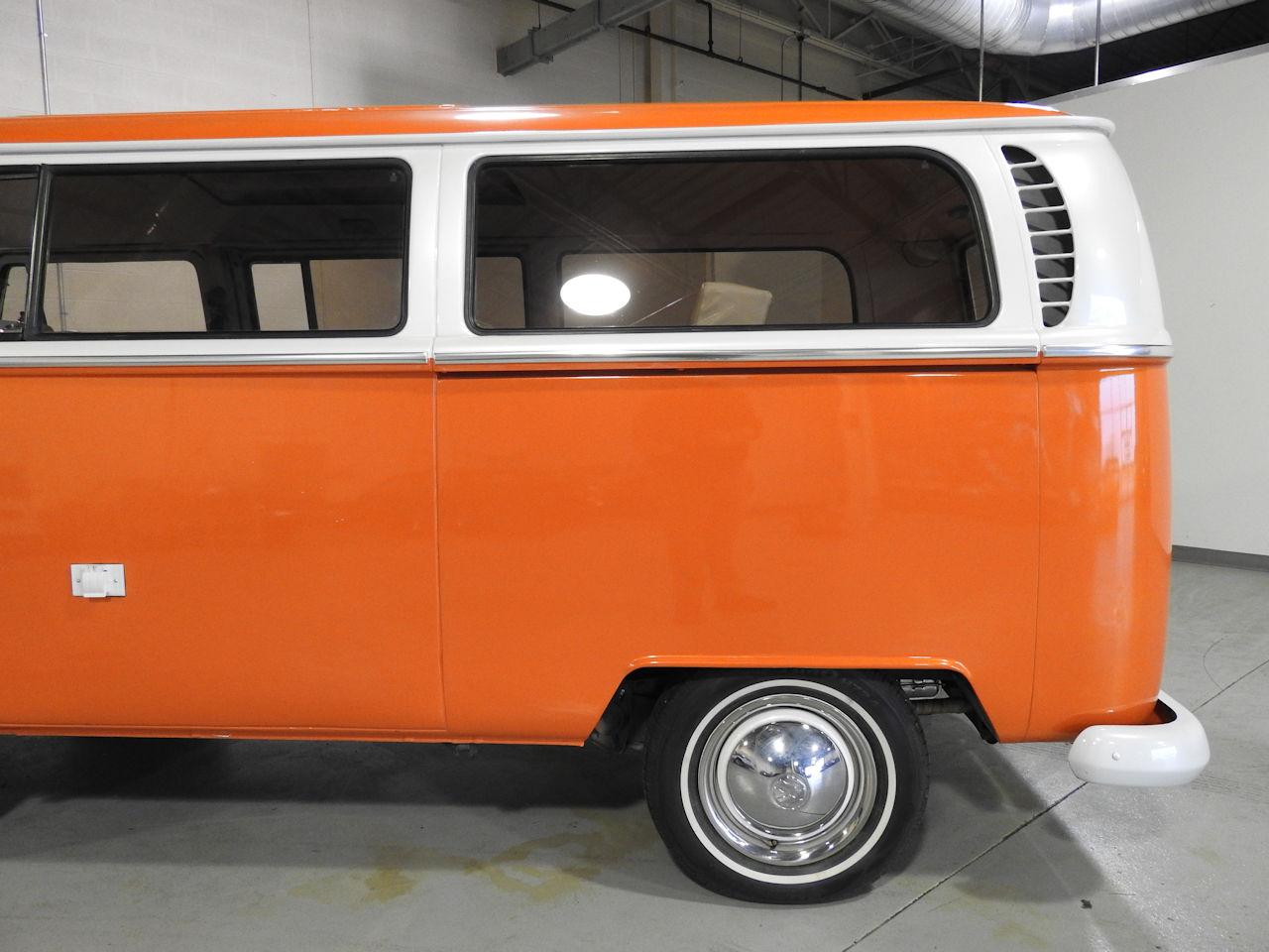 1969 Volkswagen Weekender 28