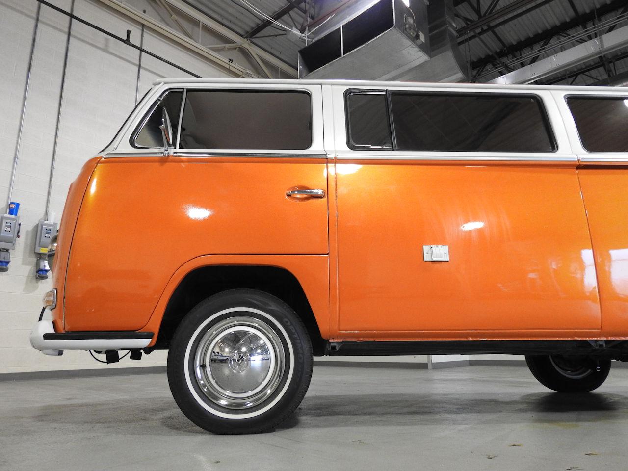 1969 Volkswagen Weekender 32
