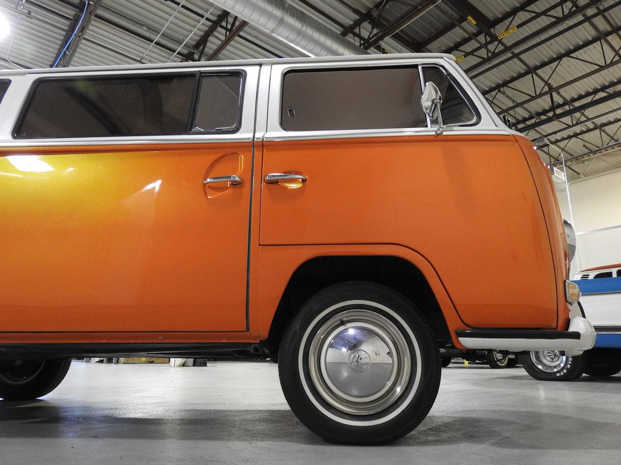 1969 Volkswagen Weekender 37