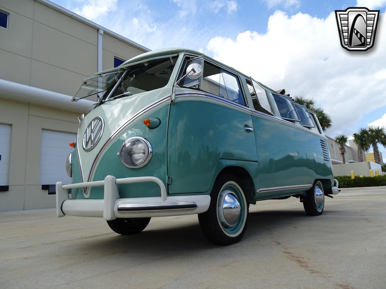 1961 Volkswagen Bus 4