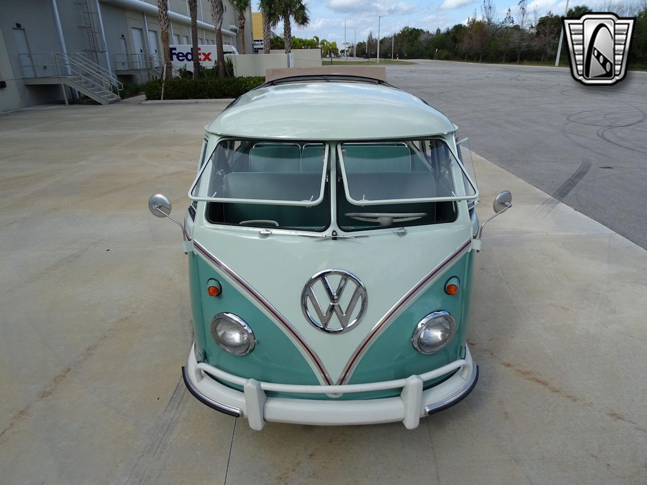 1961 Volkswagen Bus 9