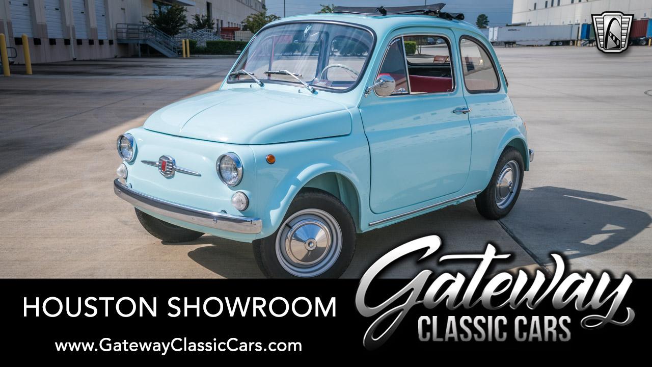 https://images.gatewayclassiccars.com/carpics/HOU/1629/1967-Fiat-500.jpg