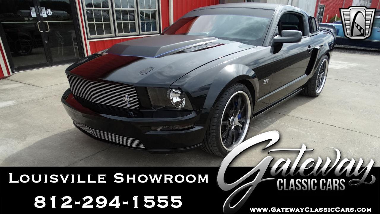 https://images.gatewayclassiccars.com/carpics/LOU/2092/2006-Ford-Mustang.jpg