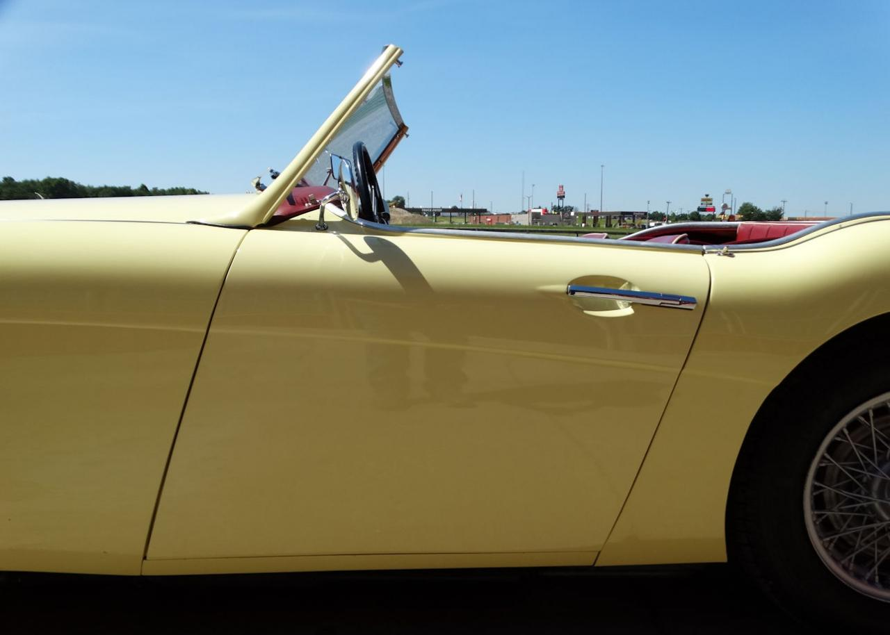 1961 Austin Healey 3000 13