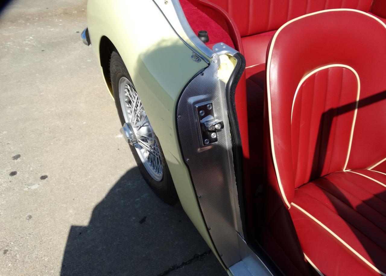 1961 Austin Healey 3000 28