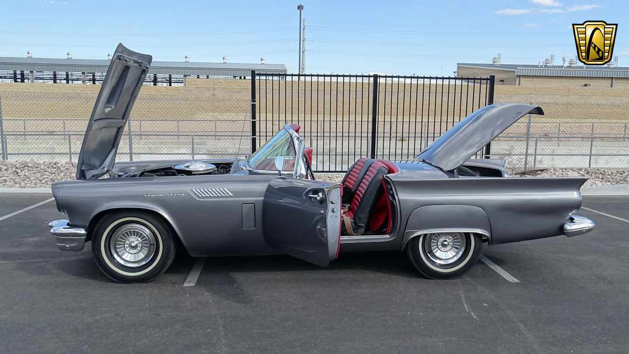1957 Ford Thunderbird 28