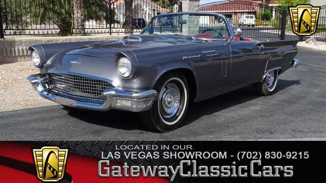 1957 Ford Thunderbird<br><span style='font-size: large; font-style: italic'><b>  </b></span>