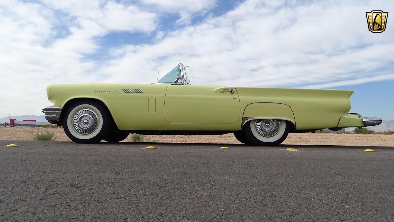 1957 Ford Thunderbird 2