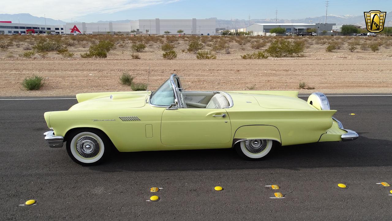 1957 Ford Thunderbird 10