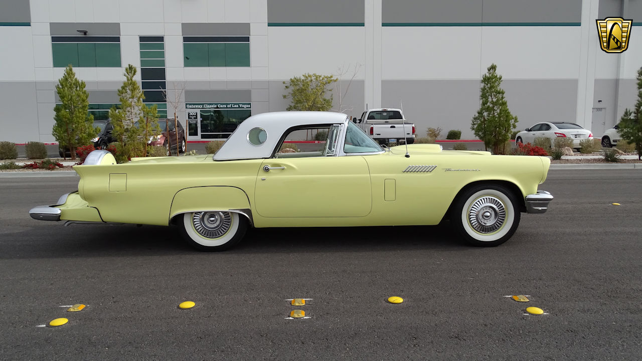 1957 Ford Thunderbird 11