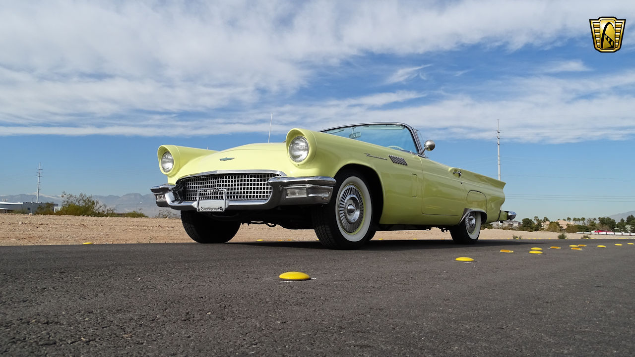 1957 Ford Thunderbird 15