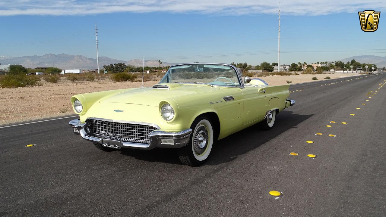 1957 Ford Thunderbird 18