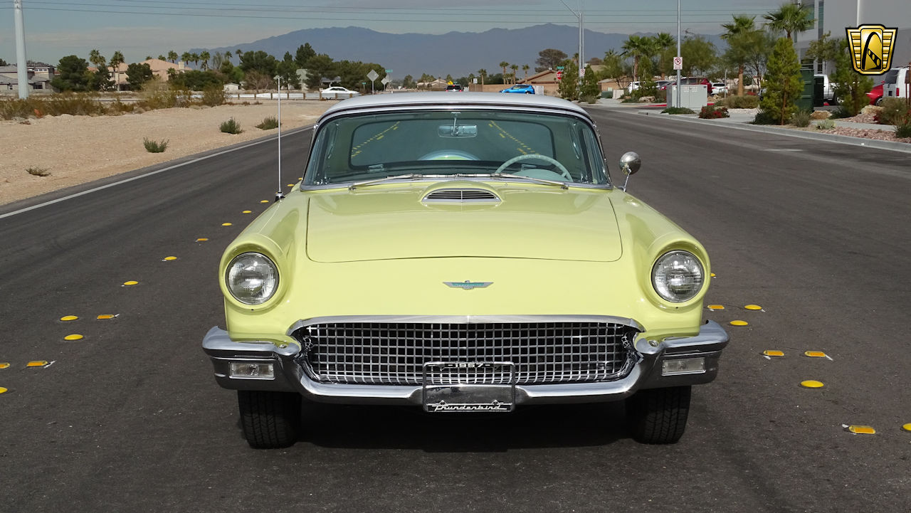 1957 Ford Thunderbird 19