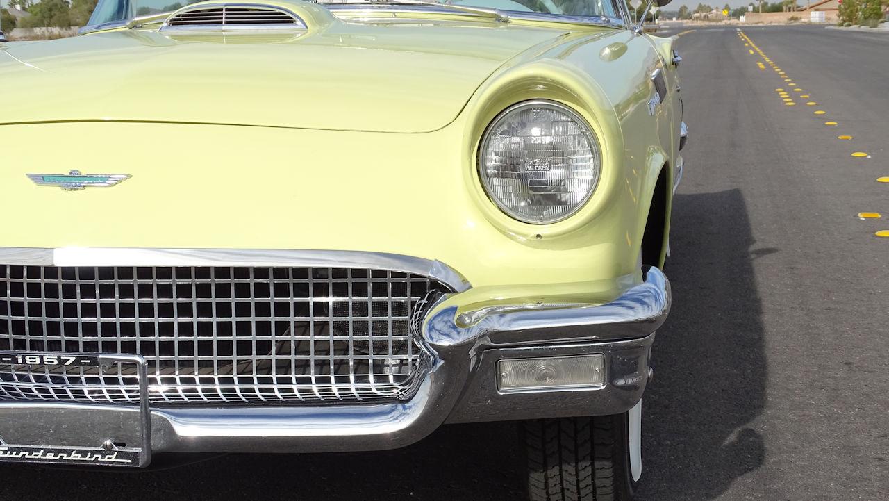 1957 Ford Thunderbird 27