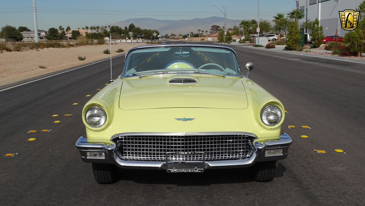 1957 Ford Thunderbird 28