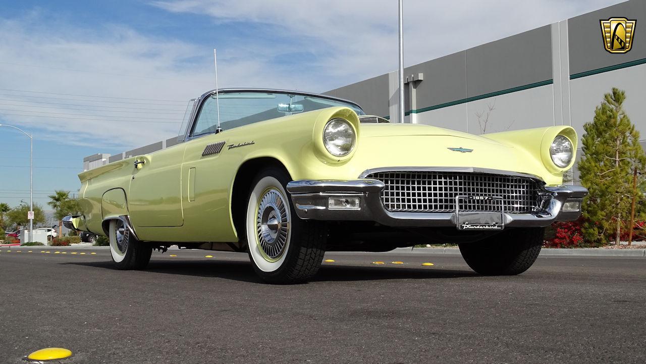 1957 Ford Thunderbird 37