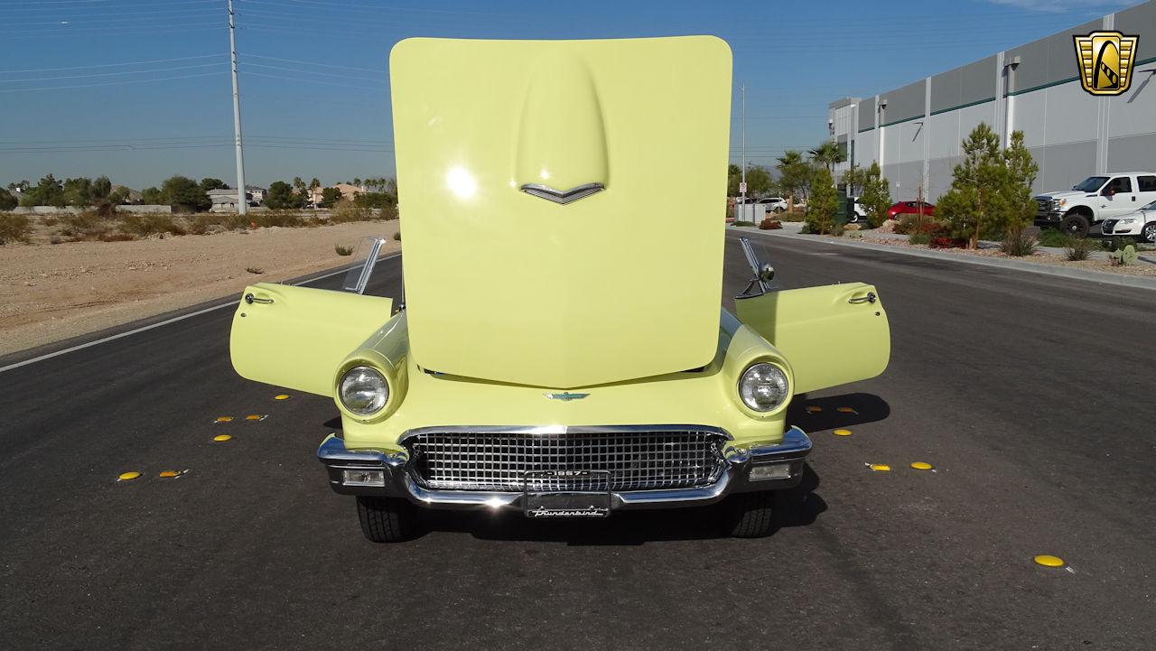 1957 Ford Thunderbird 40