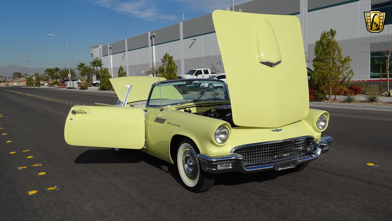 1957 Ford Thunderbird 44