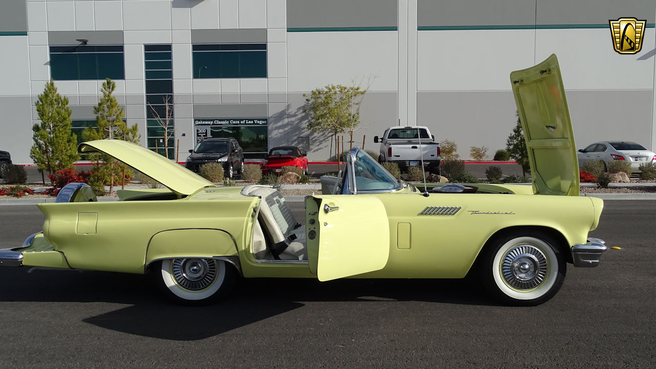 1957 Ford Thunderbird 48