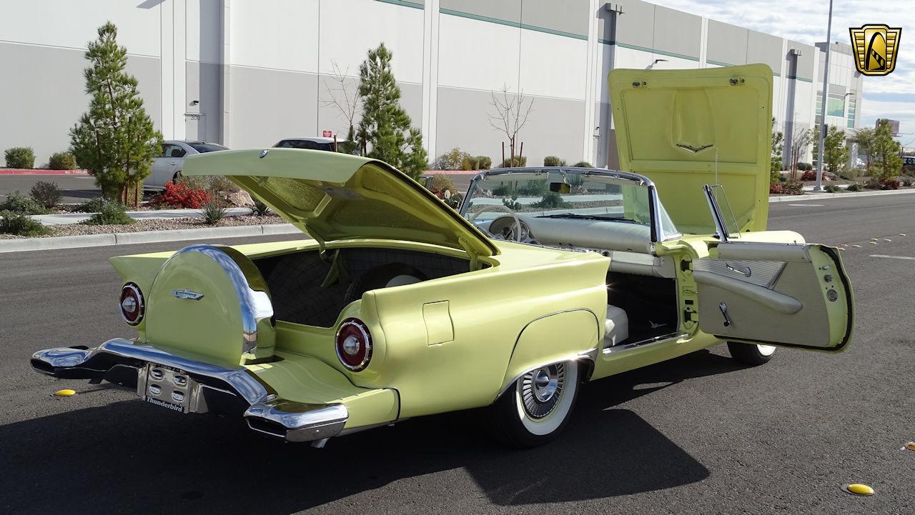 1957 Ford Thunderbird 52