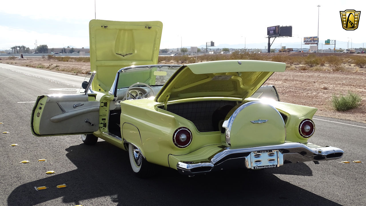 1957 Ford Thunderbird 60
