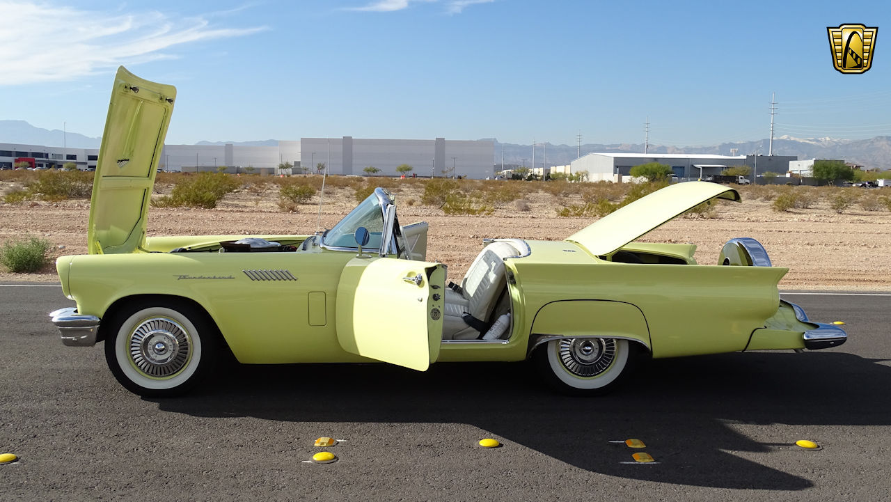 1957 Ford Thunderbird 64