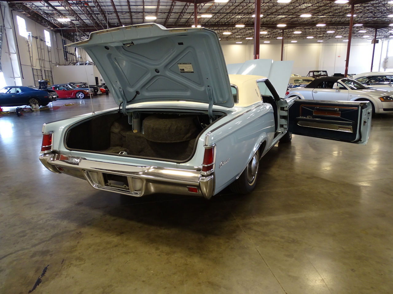 1970 Lincoln Continental 18