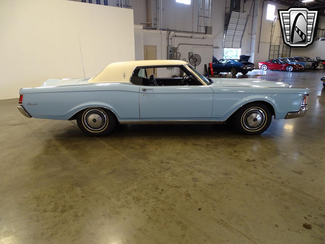 1970 Lincoln Continental 32