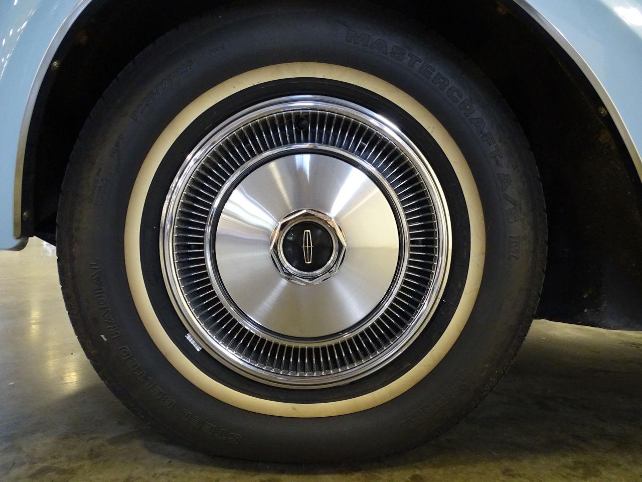 1970 Lincoln Continental 36
