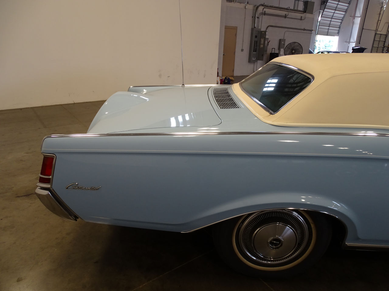 1970 Lincoln Continental 73