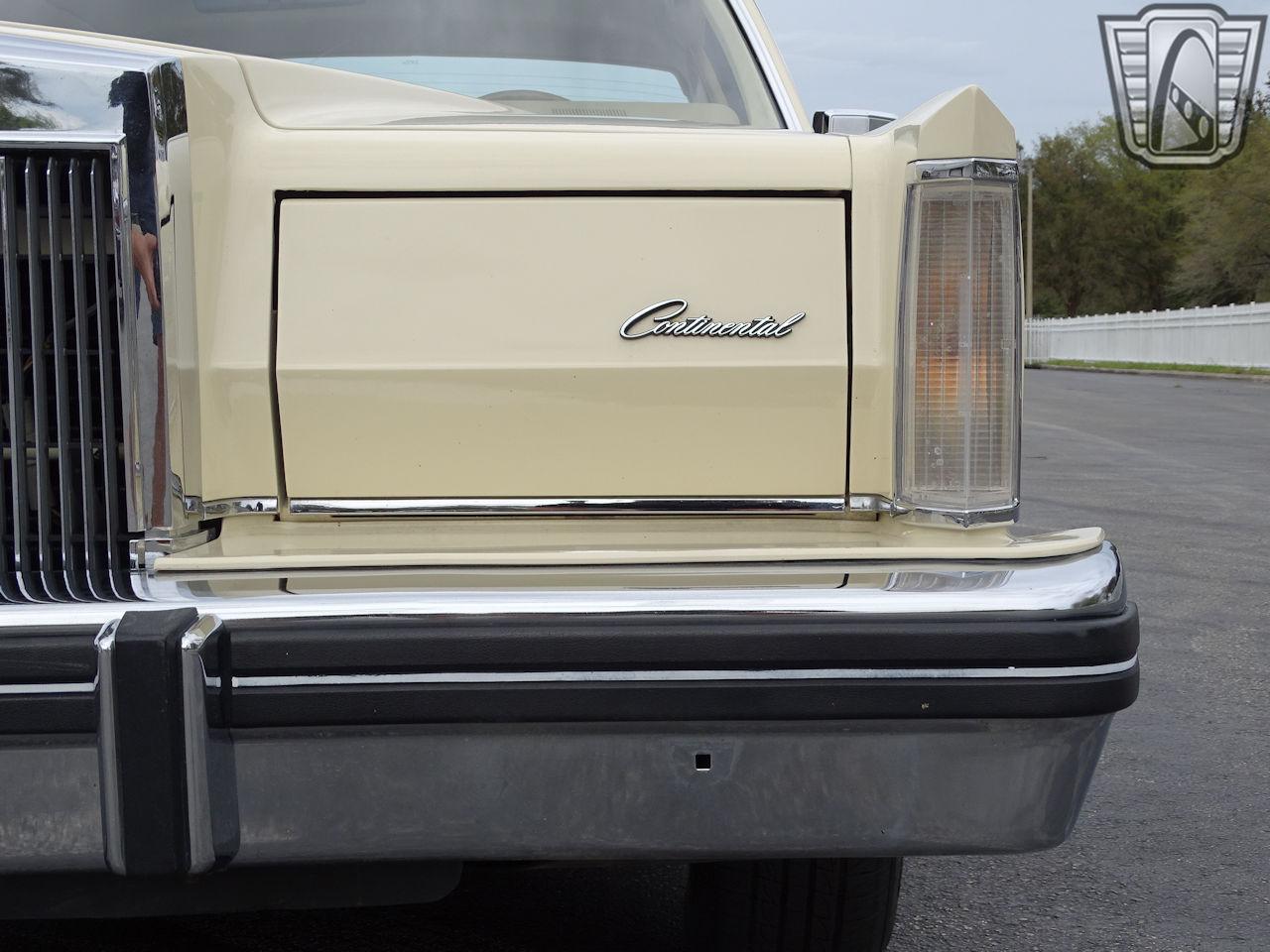 1983 Lincoln Continental 3