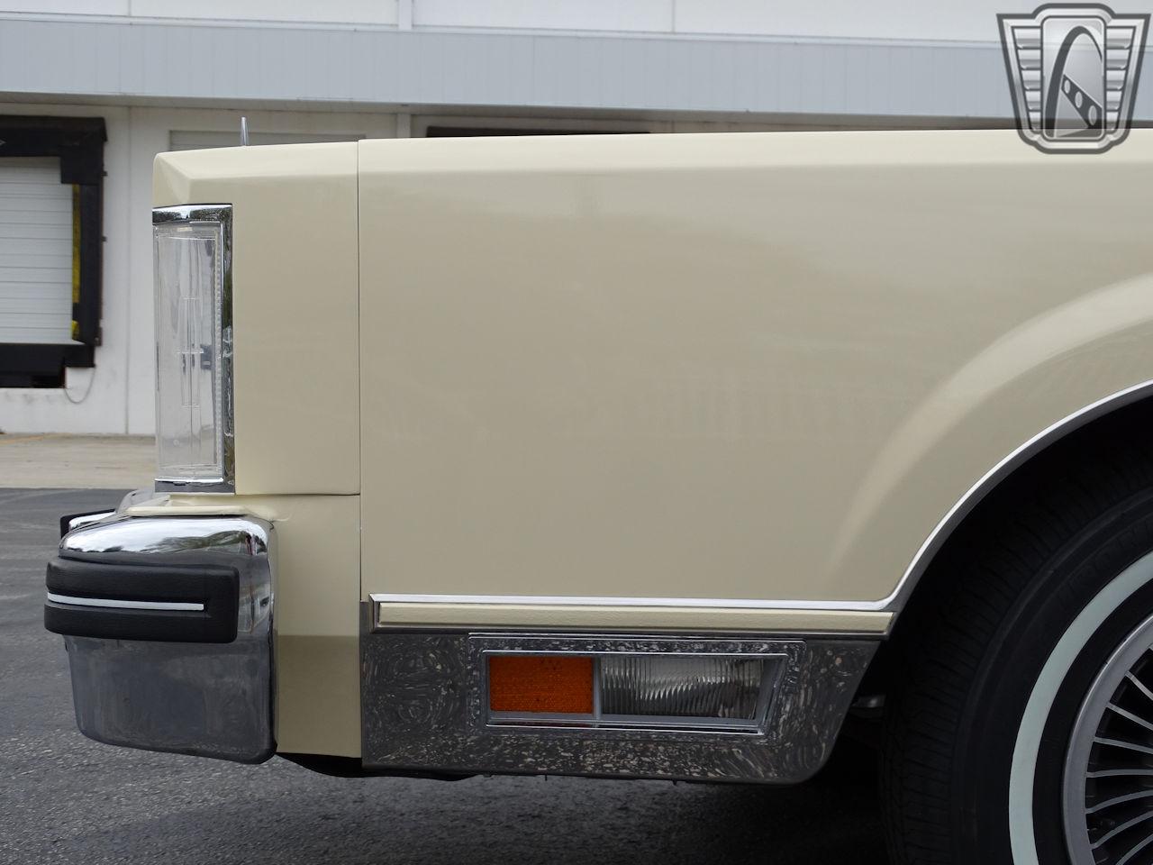 1983 Lincoln Continental 8