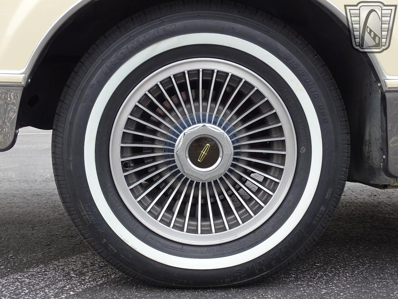 1983 Lincoln Continental 12