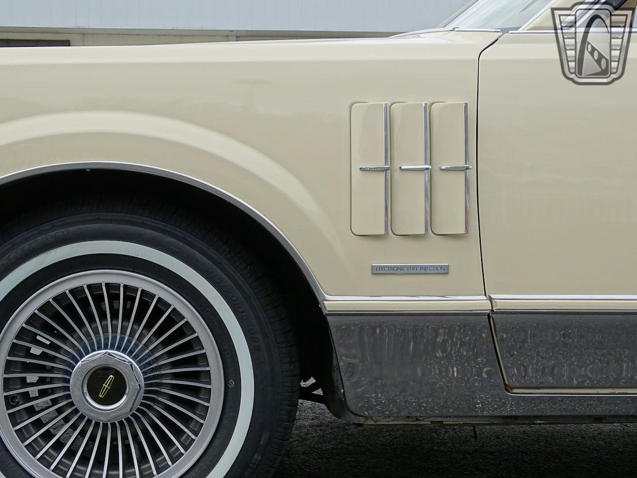 1983 Lincoln Continental 17