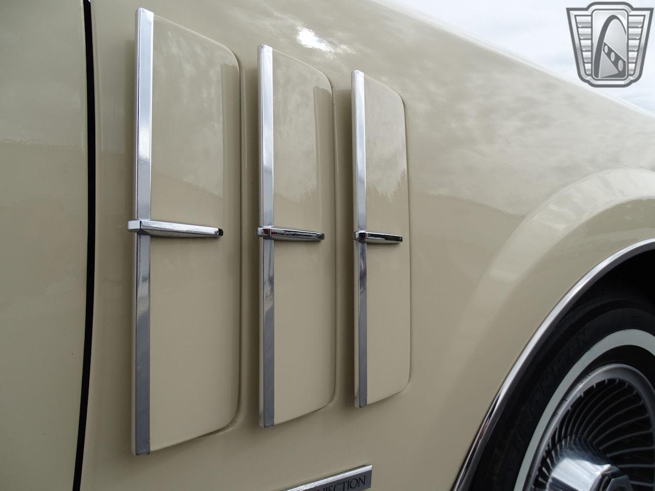 1983 Lincoln Continental 18