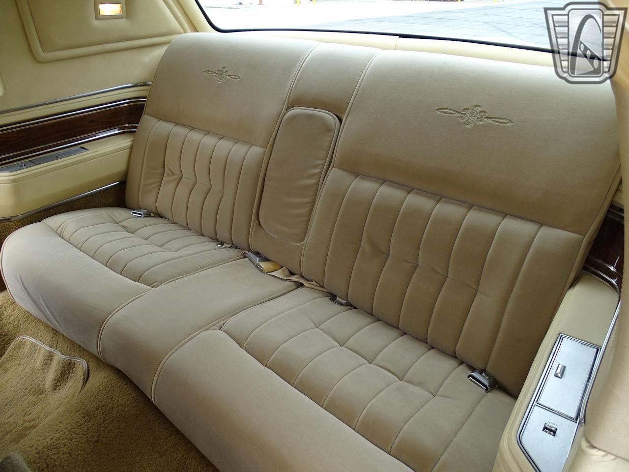 1983 Lincoln Continental 19