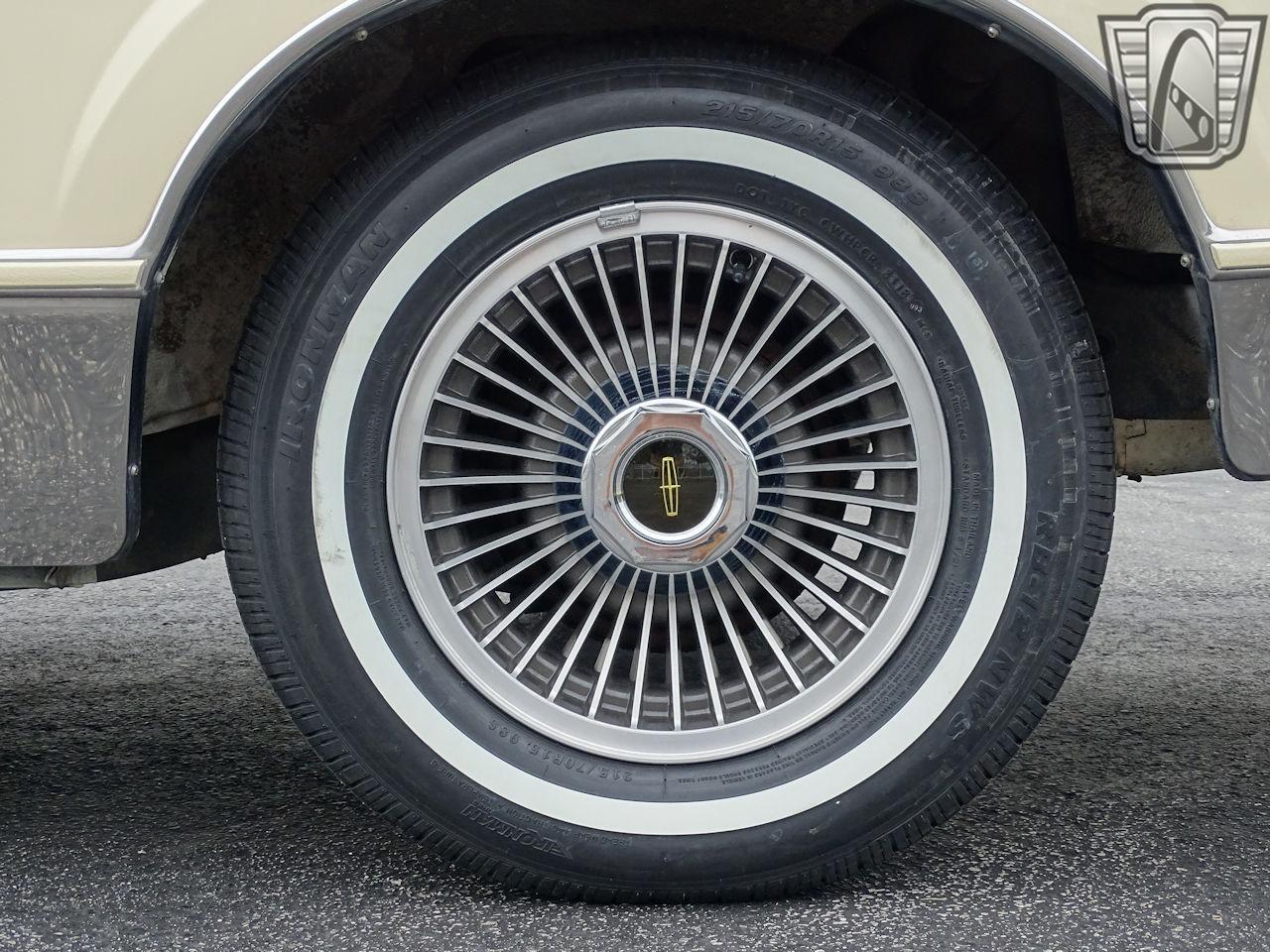 1983 Lincoln Continental 29