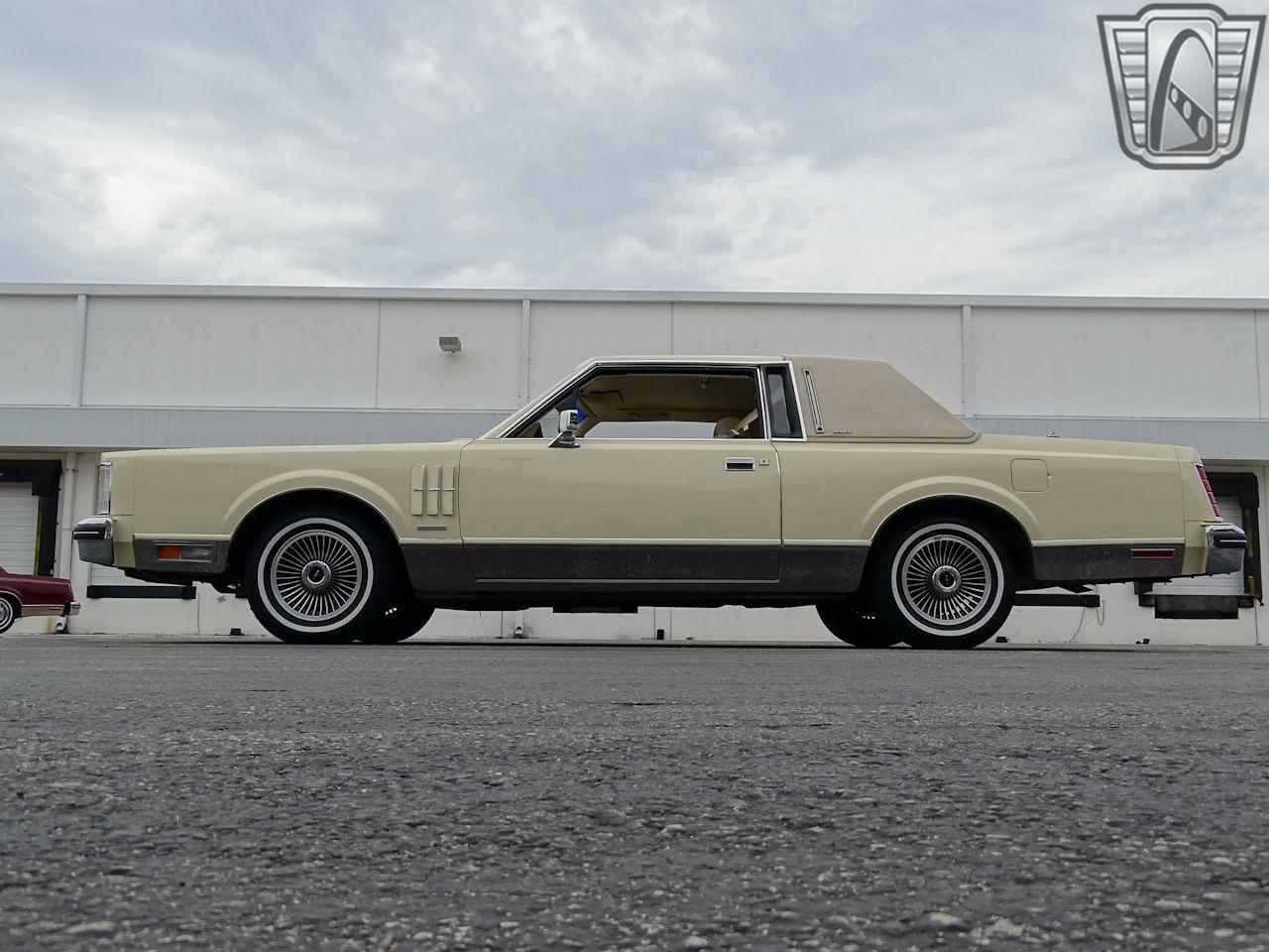 1983 Lincoln Continental 36